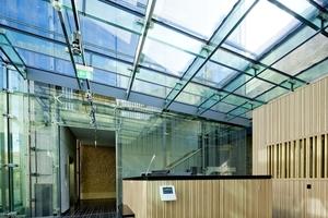 Die Glasstützen im neuen Foyer wurden speziell für dieses Projekt entwickelt, geprüft und gefertigt