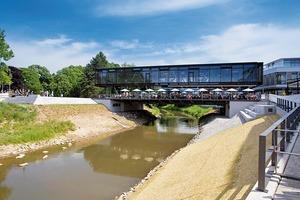 Die Stadtbibliothek im hessischen Bad Vilbel überquert die Nidda