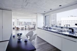 Die Wohnungen wirken keineswegs kühl, was an der durchwegs hohen Ausführungsqualität und der strukturellen Lebendigkeit des Betons liegt<br />