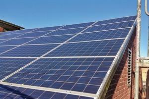 Die Südseite des Kirchendaches bekam eine Abdeckung aus Photovoltaikelementen zur solaren Stromerzeugung