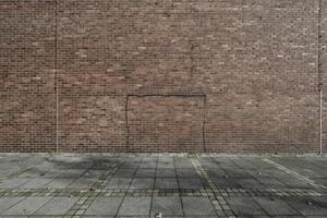Fotografie und Baukultur ... die Bundesinitiative geht weitere neue Wege. Hier ein außerhalb der Konkurrenz stehendes Foto der Außenwand der von Kissler + Effgen Architekten BDA, Wiesbaden,  umgewandelten St. Bartholomäus-Kirche in eine Grabeskirche. Fertigstellung Anfang dieses Jahres. Der funktionalistische Kirchenbau wurde 1959/1960 von Hans Schwippert entworfen und steht unter Denkmalschutz; was die Kinder nicht hindert, hier Fußball zu spielen