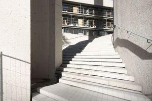 Zwischen Minarett und Kuppel, ein Weg zur Haupttreppe und dem Platz