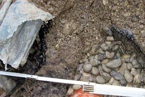 Abb.2: Überdeckung des Dränrohrs durch Beton der Sauberkeitsschicht und eine PE-Folie