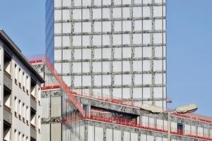 Das 17-stöckige Hochhaus fällt durch seine präzisen, kristallin wirkenden Gebäudekanten und durch die in die Fassade integrierten Stoffgardinen auf