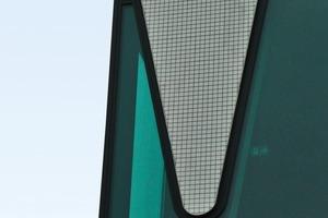 """<div class=""""5.6 Bildunterschrift"""">Es handelt sich um eine vorgehängte Fasadenkonstruktion mit Dämmung, Trägerplatte aus recyceltem Glas und Glaskeramik-Fliesen</div>"""