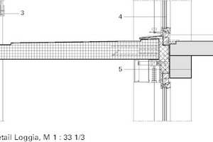 Loggiadetail, Anschluß Regelgeschoss M 1:33 1/3 Legende Detail<br /><br />1&nbsp;&nbsp;&nbsp; Fertigteil- Balkonplatte/Konsole für horizontale Rückverankerung<br />2&nbsp;&nbsp;&nbsp; Speier<br />3&nbsp;&nbsp;&nbsp; Glaseinspannung<br />4&nbsp;&nbsp;&nbsp; Holz- Aluminium-Fenster<br />5&nbsp;&nbsp;&nbsp; Fassadenaufbau:<br />Fassadenverkleidung, Eternit<br />Außenjalousie<br />Dämmung/ PU-Dämmung<br />Fugendichtband<br />bestehender Sturz<br /><br />