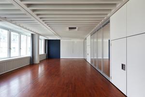 Mit MDF-, und Glas-Trennwänden kann der Große Saal in zwei technisch hoch moderne Veranstaltungsräume geteilt werden