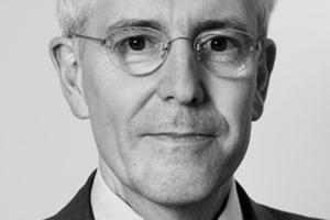 """<div class=""""autor_linie""""></div><div class=""""dachzeile"""">Autor</div><div class=""""autor_linie""""></div><div class=""""fliesstext_vita""""><span class=""""ueberschrift_hervorgehoben"""">Prof. Dr.-Ing. Bernhard Weller</span> studierte Bauingenieurwesen in der Vertiefungsrichtung Konstruktiver Ingenieurbau an der RWTH Aachen, wo er 1985 promovierte. Seine berufliche Laufbahn begann er 1977 als Beratender Ingenieur im Ingenieurbüro Hagen + Weller, Aachen. 1990 wurde als Professor für Tragwerksplanung an die FH Frankfurt/Main, 1996 an den Lehrstuhl für Baukonstruktionslehre an die TU Dresden berufen, an der er seit 2002 Direktor des Instituts für Baukonstruktion ist. 2005 war Bernhard Weller Visiting Professor an der Columbia University New York. Er ist Autor zahlreicher Veröffentlichungen zu Themen des Konstruktiven Glasbaus und der Fassadentechnik. </div>"""