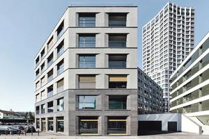 Angeschrägte Fensterlaibungen und ein Basaltsockel prägen das neue Wohn- und Geschäftshaus von Max Dudler in Dietikon/CH westlich von Zürich
