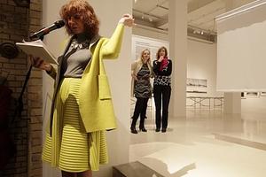 Kristin Feireiss bei der Eröffnung der Ausstellung