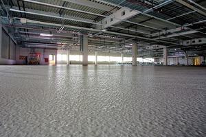 Aufbringen der ableitfähigen Bodenbeschichtung