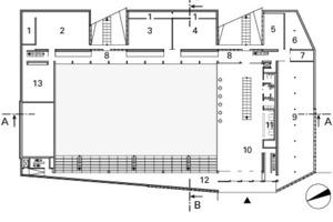 <p>1Geräteraum<br />2Tanz und Gymnastik</p><p>raum, groß<br />3Tanz und Gymnastik</p><p>raum, mittel<br />4Spinning-, Indoorraum<br />5Entspannungsraum<br />6Technik Warmbad<br />7Testraum<br />8Mittlere Erschließung<br />9Kraft-, und Cadioraum<br />10Foyer<br />11Rezeption<br />12 Tribüne<br />13Dojoraum<br />14Theorieraum<br />15Reserveraum<br />16Garderoben<br />17Dusche<br />18Zugangskontrolle<br />19Lager- und Technikraum<br />20Bewegungslabor<br />21Halle C<br />22Halle B<br />23Halle A<br />24Außengarderobe<br />25Liege- und Ruheraum<br />26Massage</p>