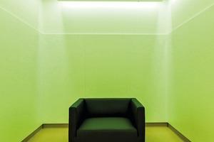 Das Krankenhaus Schwarzach/AT ist das erste in Österreich mit einem Schwerpunkt für Jugendmedizin. Die Architekten nehmen in ihrem Raumprogramm und Gestaltungskonzept Rücksicht darauf
