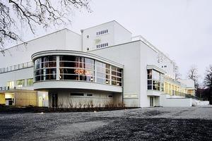 Blick auf den sanierten Anbau, einen wieder frischen Klassiker der Moderne