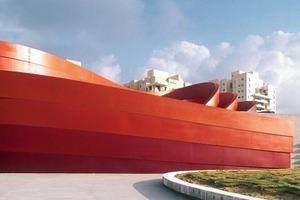 Corten-Stahl-verbandelt: die Baukörper des neuen Designmusums verschleifen hinter Rostfarben<br />