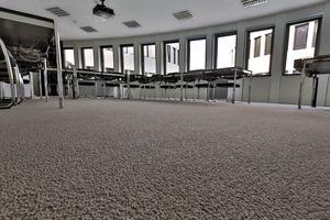 Am neuen Hauptsitz der Leica Camera AG wurden insgesamt 2500 m² Teppichfliesen aus Kräuselvelours mit BTF Rücken verlegt, die Fliesen haben eine Größe von 50x50 cm