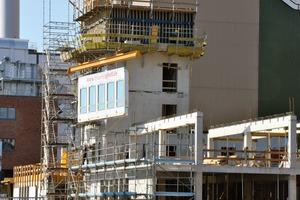 Durch einen vorgelagerten Produktionsprozess kann die eigentliche Bauzeit bis zu 50% reduziert werden