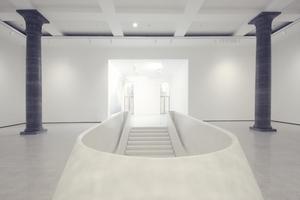 Ehemaliges Foyer (Metzlersaal im Rücken), Blick auf die Betonbrüstung der großen Treppe hinab in die Gartenhallen