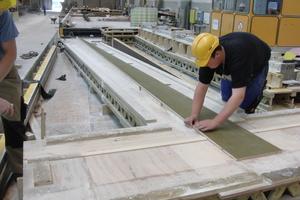 Die Schalung wurde als Wechselschalung aus beschichteten Sperrholzplatten von Hand gefertigt
