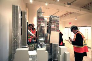 """Zu Gast beim Developer in der West 34th Street. Unspektakuläres 8. Geschoss, hier mit Modell des """"Hudson Yards""""-Projekts"""