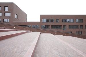 Südlich der Dachrampe das Robert-Schumann-Berufskolleg
