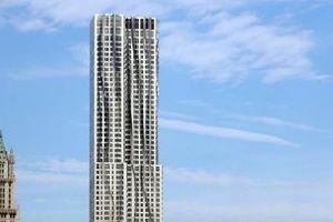 Links das Woolworth Building von 1913, 125 Meter niedriger als der Gehry-Neubau und vor langer Zeit einmal das höchste Bauwerk der Welt