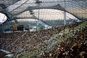 """Erstmals ausgelobt: """"Klassik-Nike"""". Geht an den Olympiapark mit dem Olympiastadion und dem Olympiazeltdach in München (Arch.: Behnisch & Partner/Frei Otto/Leonhardt + Andrä mit Jörg Schlaich"""