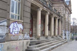 Ein neuartiger Polymerlack soll historische Gebäude vor Graffiti schützen