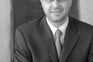 """<div class=""""autor_linie""""></div><h2>Autor</h2><div class=""""autor_linie""""></div><div class=""""fliesstext_vita"""">Wolf Hartmann, Herne</div><div class=""""fliesstext_vita"""">Der Autor studierte Verfahrenstechnik an der TU München und war anschließend selbständig als beratender Ingenieur für technische Gebäudeausrüstung sowie bei verschiedenen Herstellern im Bereich Luft- und Klimatechnik tätig. Seit Sommer 2004 ist er Geschäftsführer bei der GEA Happel Klimatechnik GmbH in Herne.</div><div class=""""autor_linie""""></div><div class=""""fliesstext_vita"""">Informationen: <a href=""""http://www.gea-happel.de"""" target=""""_blank"""">www.gea-happel.de</a></div>"""