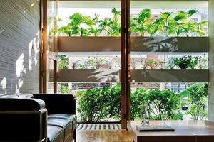 Ziel war es ein modernes Wohnhaus zu konzipieren, welches aus traditionellen Bauweisen bekannten Möglichkeiten natürlicher Luftzirkulation aufgreift<br />