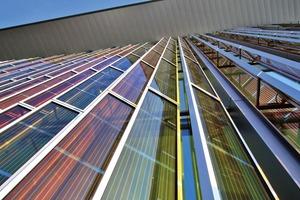 Mithilfe einer Art technischen Photosynthese wandelt die Grätzelzelle Sonnenlicht in elektrischen Strom um. Diese Zelle ist wesentlich umweltfreundlicher und kostengünstiger als die gewöhnlichen Solarzellen auf Basis des Halbleitermaterials Silizium