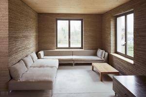 Wohnhaus aus Stampflehm in Ihlow - Architekt: Eike Roswag, Berlin<br />