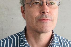 """<div class=""""fliesstext_vita""""><strong>Arch. D.I. Reinhold Tinchon, Graz</strong><br /><br />geb. 1957 Gleisdorf<br />1975Matura Gleisdorf<br />1975-85Studium der Architektur in Graz<br />1987Post-graduate Studium an</div><div class=""""fliesstext_vita""""> der Königlichen Akademie Kopenhagen, Prof. Jörgen Bo<br />1986Präsenzdienst<br />1986-89Dienstverhältnis bei Archi-tekt Walter Pernthaler, Fohnsdorf<br />seit 1989freischaffend, Büroge-meinschaft mit Arch. D.I Markus Pernthaler<br />seit 1995Ziviltechniker; Fachgebiet Architektur<br />2005Gründung der ZT-Gesell-schaft<br /></div>"""