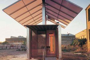 """Sean Godsell """"future shack"""", entworfen in den Jahren 1985-97 als Not- und Fürsorgeunterkunft aus einem Container"""