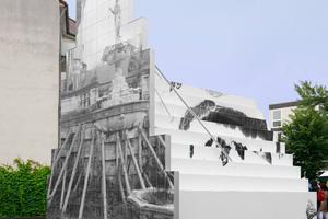 """""""Sculpture"""" vom Künstler Duo Peles Empire, eine Intervention auf einem Parkplatz mitten in der historischen Altstadt"""