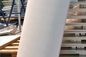 Die thermische Formbarkeit konnte die dynamische Kubatur des Gebäudes aufnehmen und abbilden