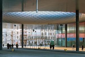In der City Lounge befinden sich Straßenbahnhaltestellen, drei Restaurants, die Messe-Lounge und die beiden neuen Messe-Foyers