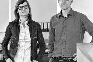 """<div class=""""fliesstext_vita""""><strong>Stifter + Bachmann</strong><br />Angelika Bachmann, Helmut Stifter</div><div class=""""fliesstext_vita""""><br />Helmut Stifter, geboren in Luttach/IT, Architekturstudium in Innsbruck/AT, seit 1998 freiberuflicher Architekt, ab 2000 Bürogemeinschaft Stifter + Bachmann, Pfalzen/IT<br />Angelika Bachmann, geboren in Bruneck/IT, Architekturstudium in Innsbruck/AT und Florenz/IT, seit 1998 freiberufliche Architektin, ab 2000 Bürogemeinschaft Stifter + Bachmann, Pfalzen/IT</div>"""