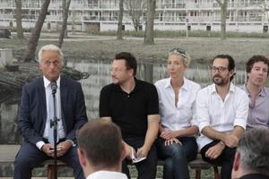 Architekturbiennale 2012: der Generalkommissar Muck Petzet (2. v. l.) und das Team im Deutschen Pavillon; links der Auftraggeber, Bundesbauminister Peter Ramsauer