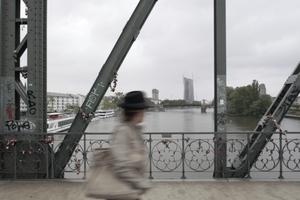 """EZB-Bank vom """"Eisernen Steg"""" (Westansicht)"""