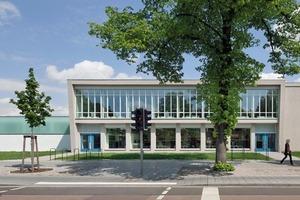 Durch Beseitigung ausufernder Ladenbebauung wurde das ursprüngliche Gebäude von Hermann Rey freigelegt. Als Ersatz für die verlorenen Flächen der abgerissenen Anbauten gab es einen neuen Baukörper – die Bücherbox