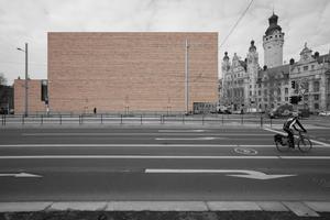 Ostansicht, rechts das Neue Rathaus