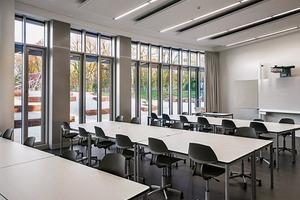 Für einen ungestörten Unterrichtsverlauf wurden hochwertige Schalldämmungen der Trennwandbauteile- zwischen den Unterrichtsräumen und dem Flurbereich vorgesehen