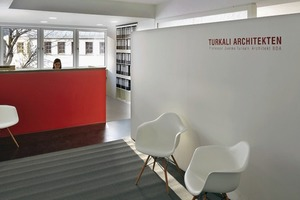 Mit vorgeschaltetem Empfang gestalteten Turkali Architekten das 4. Obergeschoss, wohingegen zum Beispiel das 1. Obergeschoss dreibündig aufgeteilt ist