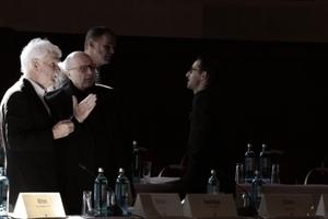 Hans Stimmann erläutert Klaus Theo Brenner seine Sicht auf die Dinge