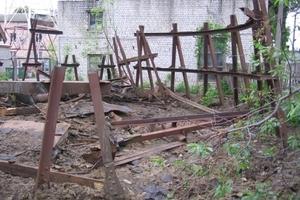 Vladimir G. Schuchovs Gittertürme sind vielfach von Verfall und Zerstörung bedroht. Dieser Wasserturm in Fastiw, Ukraine, wurde im April 2011 abgerissen.