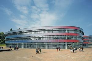 Schon am Baukörper des neuen Gymnasiums in Bochum ist ablesbar, dass Ingenieure und Architekten ein optimales Verhältnis von Grundfläche zu Oberfläche anstrebten