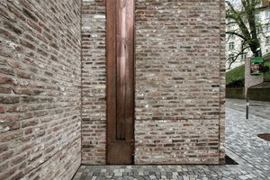 Fensterrahmen, Eingangstüren und Regenwasserschächte sind aus Kupfer