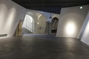 Aus dem Innenleben des Keils führt die historische Treppe in die oberen Geschosse