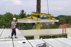 Spannbetonfertigteile mit Betonkernaktivierung haben weniger Gewicht und können große Räume stützenfrei überdecken